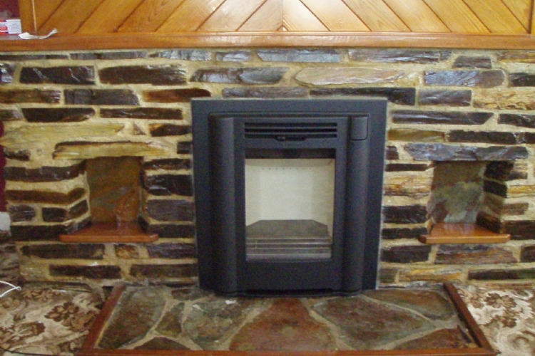Contura I4classic in traditional stone fireplace
